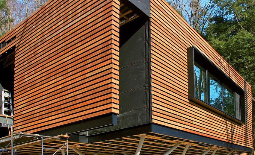 Фасадный планкен является довольно дорогим материалом, поэтому к монтажу своими руками нужно подходить с максимальной ответственностью