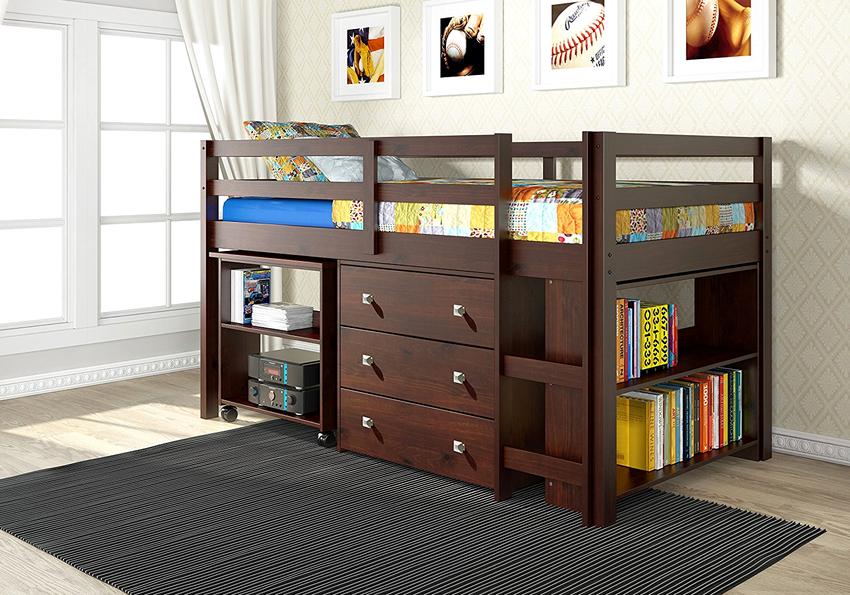 Кровати-чердаки могут быть металлическими, деревянными, из ДСП или ДВП