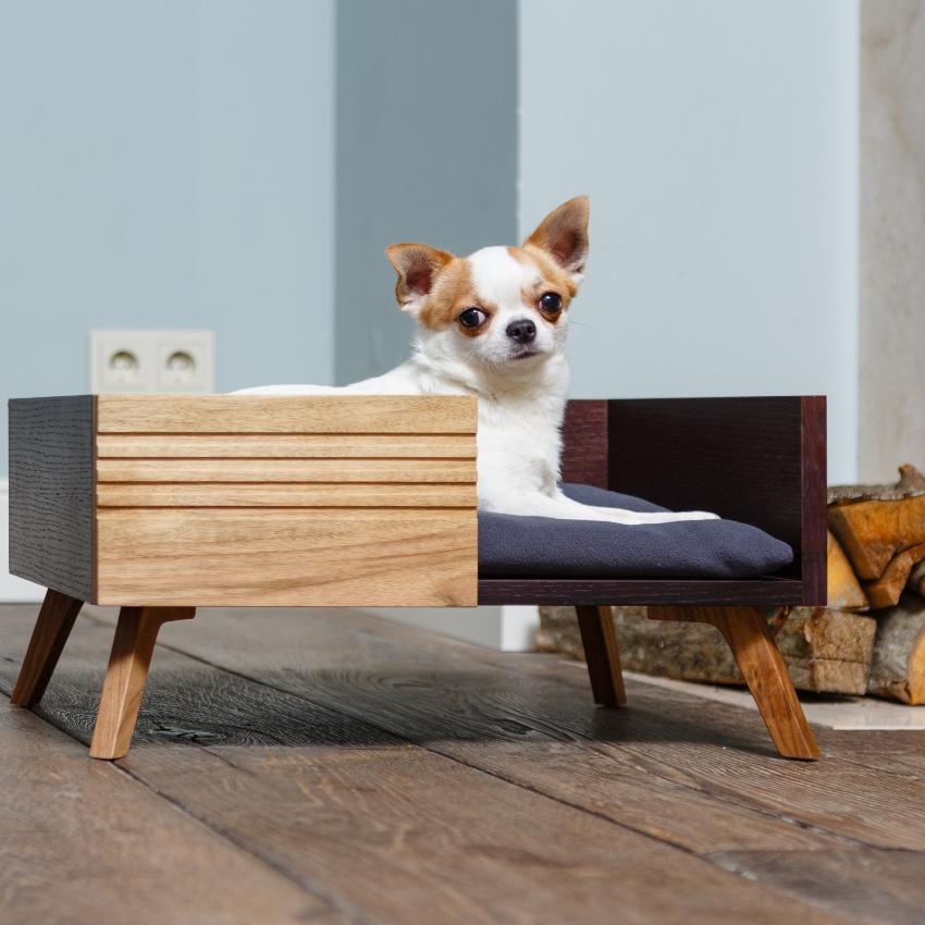 Более долговечным и износоустойчивым вариантом является деревянная конструкция со стеганным матрасом