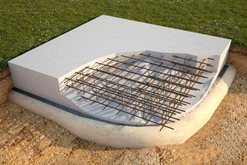 Для большей прочности на утрамбованный щебень укладывается армирующая сетка