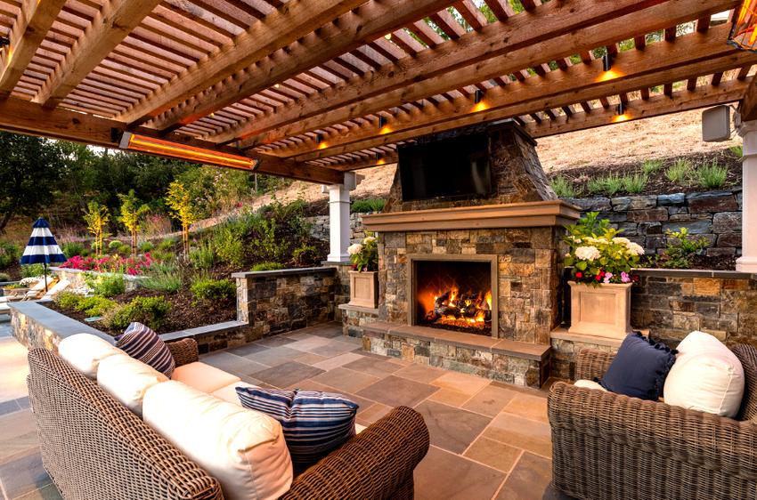 Чаще всего мангальные зоны для частных домов возводят из кирпича, металла или камня
