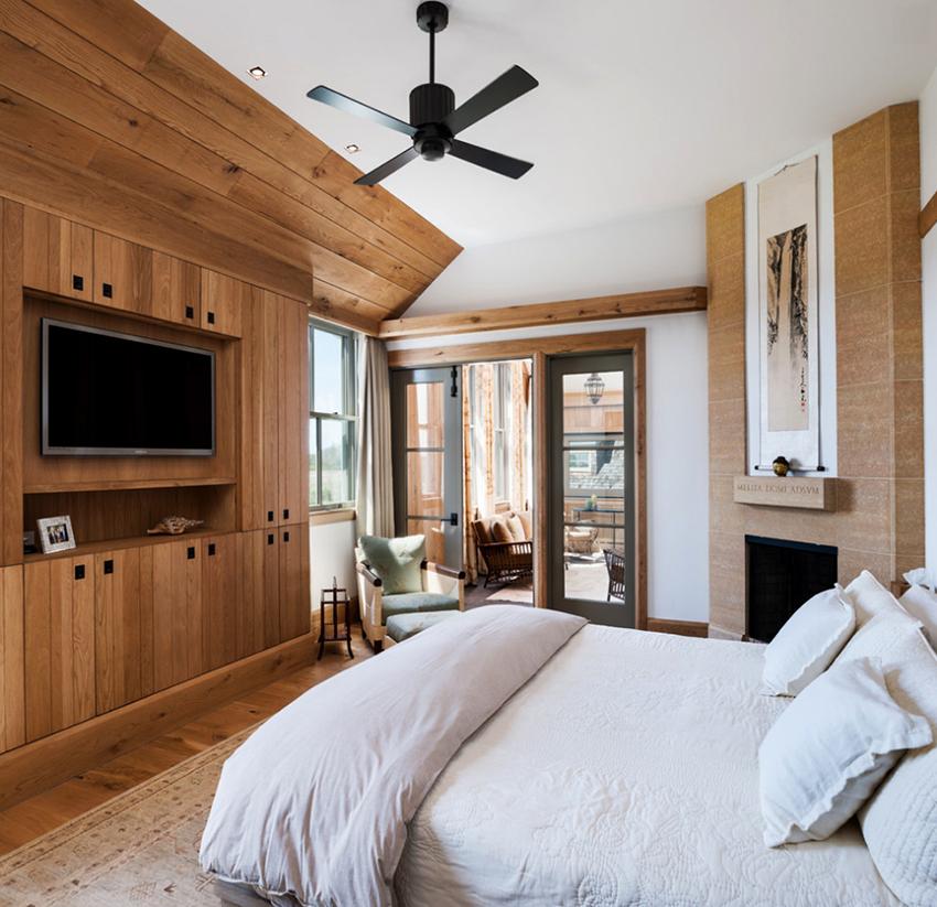 Высота размещения устройства в спальне зависит от позы, в которой планируется просмотр ТВ