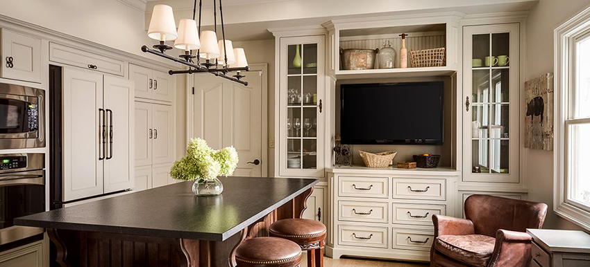 При расположении телевизора в кухне учитывается размер комнаты и расстояние до точки просмотра