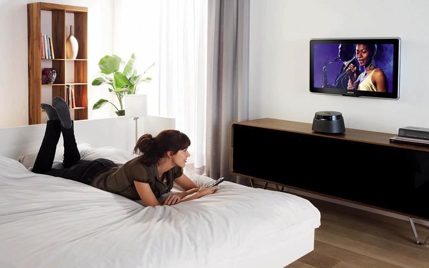 Первый способ определения высоты размещения телевизора связан с собственными ощущениями от просмотра