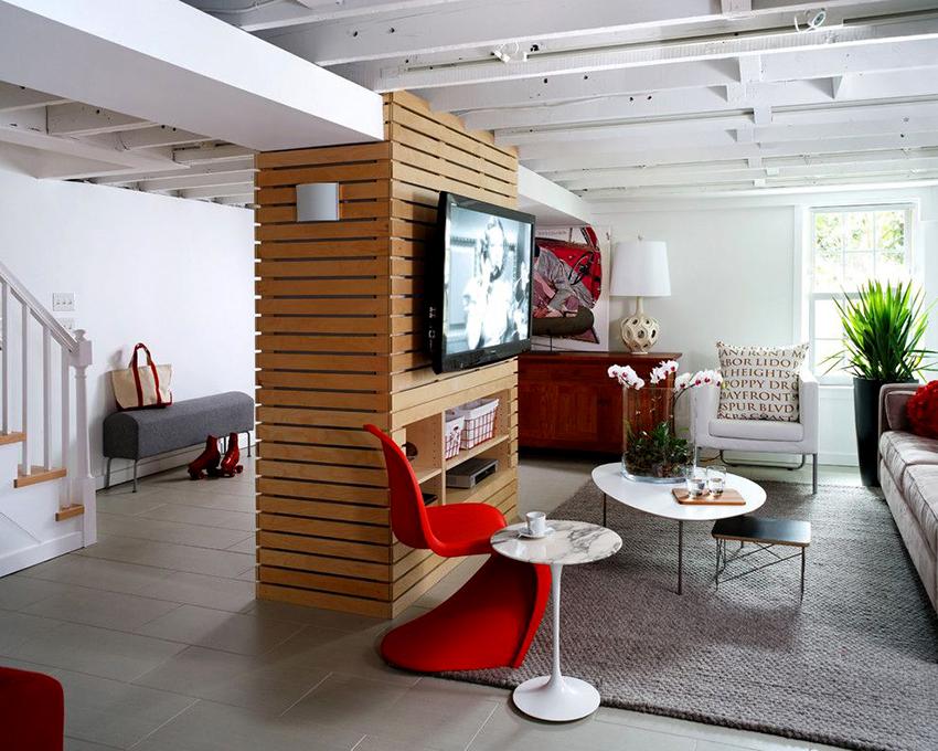 Средняя оптимальная высота расположения телевизора в гостиной колеблется от 140 до 160 см