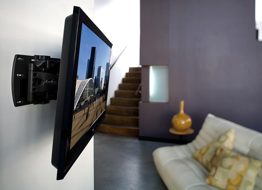 Для крепежа телевизоров к стене используют наклонные, жесткие и универсальные кронштейны