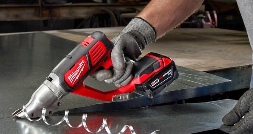 Электрические ножницы по металлу бывают листовыми, шлицевыми и вырубными