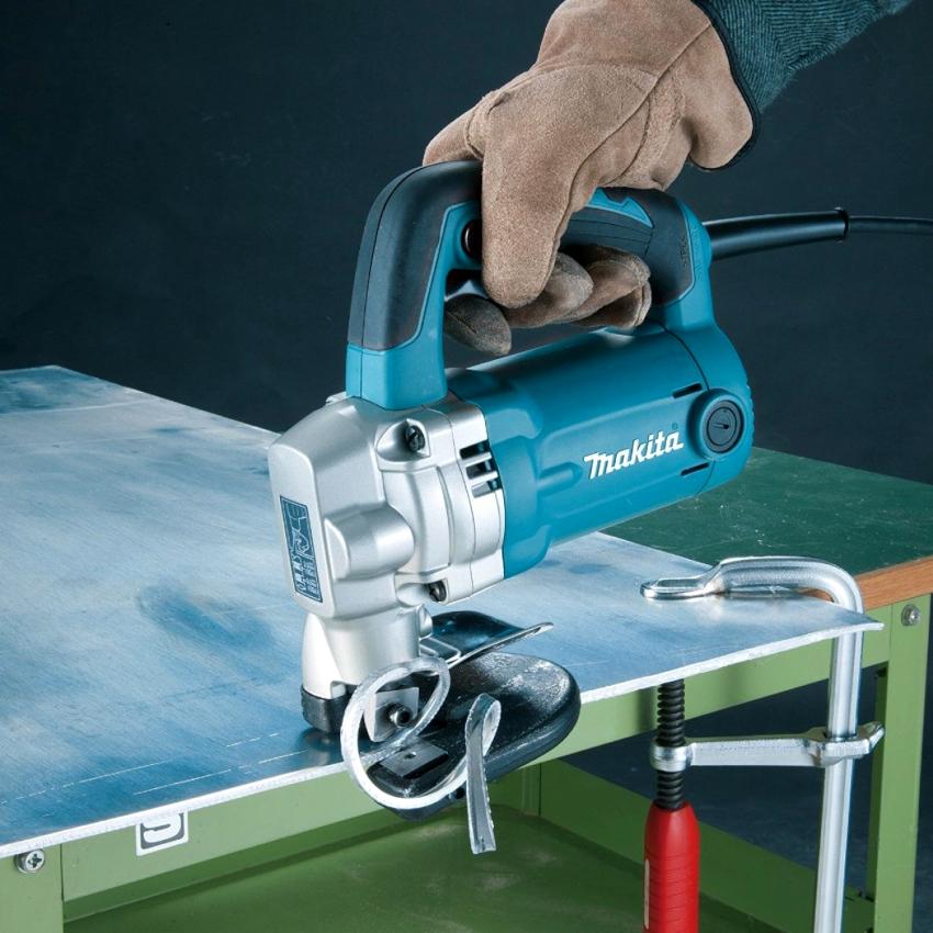 Высечные ножницы по металлу обеспечивают чистый рез и не деформируют заготовку