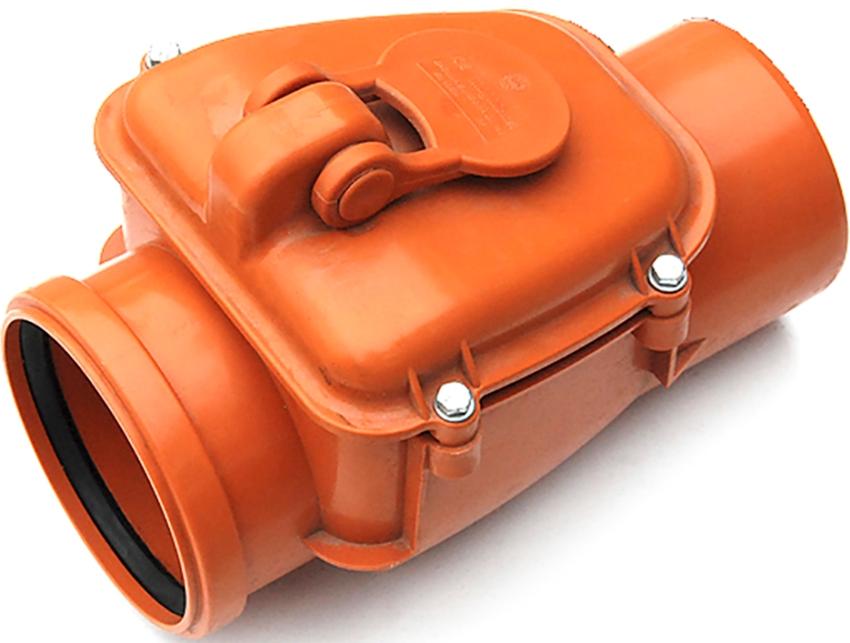 Обратные клапаны для канализации чаще всего изготавливают из пластика