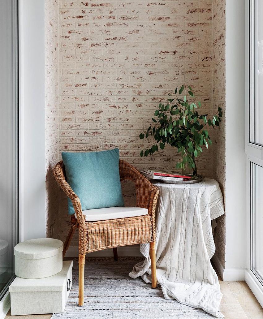 Если приложить усилия, то даже маленький балкон можно сделать уютным и функциональным
