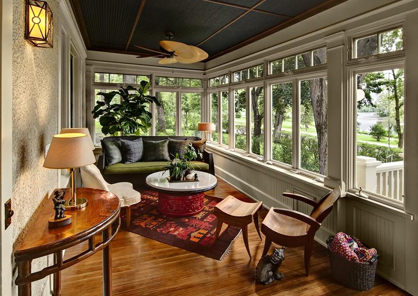 При выборе материалов для отделки нужно учитывать будет ли балкон открытым или застекленным