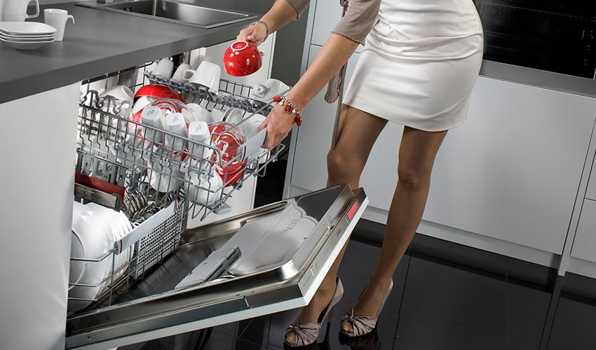 По габаритам посудомоечные машины бывают полноразмерными, узкими и компактными