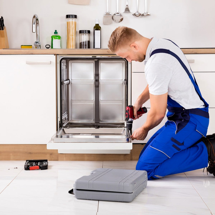 Для установку фасадной панели, в комплекте к посудомойкам идет лекало и специальный фиксатор