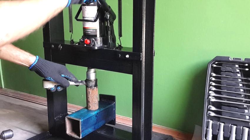 Самостоятельное изготовление колодок для пресса из швеллера является оптимальным вариантом
