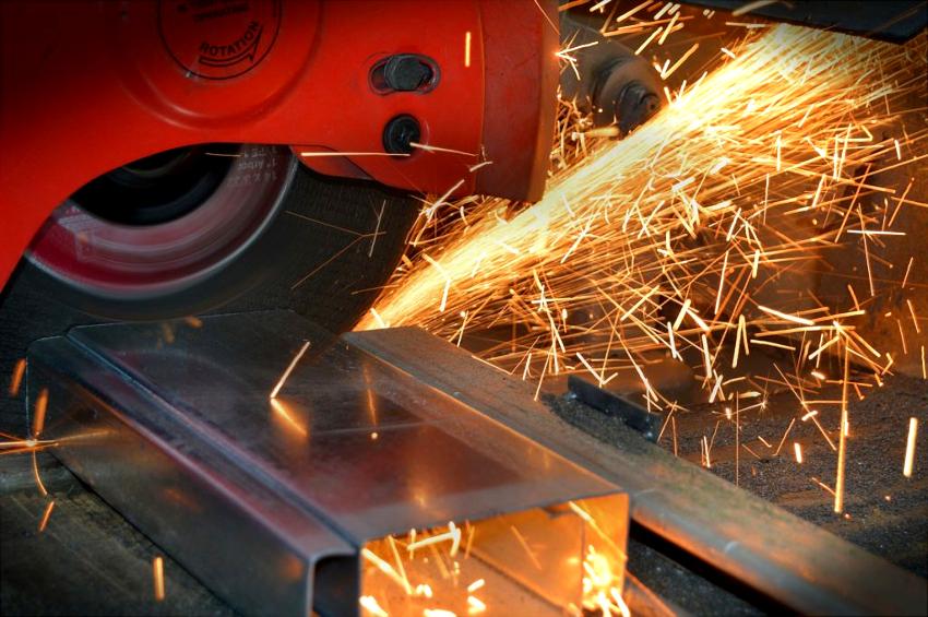 Для изготовления основания установки, рассчитанной на давление до 5 тонн, необходим швеллер типоразмера 8П