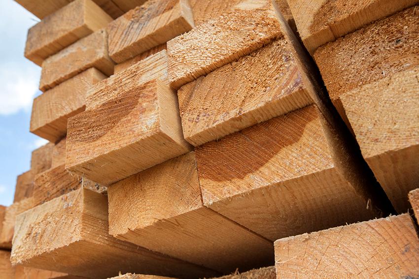 Лучшим вариантом для строительства бани считается натуральная древесина