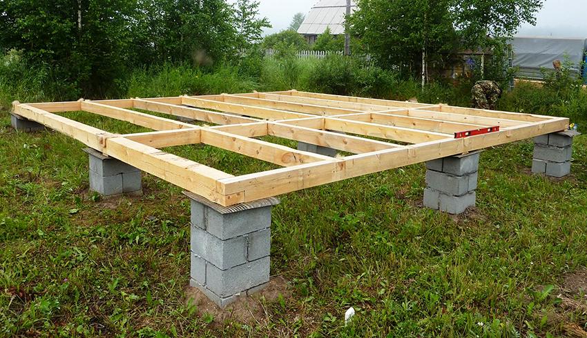 Столбцы для фундамента делают из кирпича, сруба, бетона или бутового камня