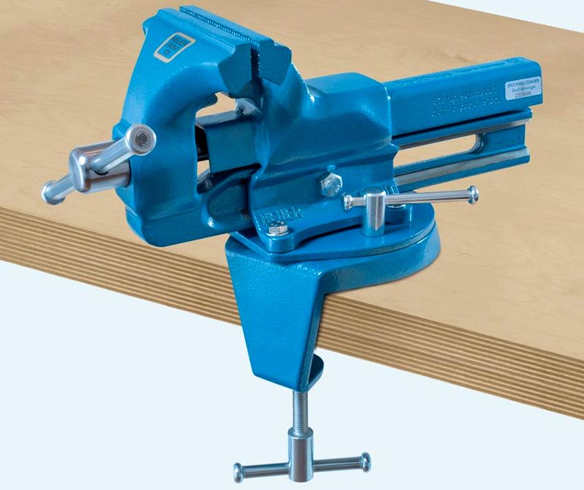 Слесарные тиски предназначены для крепления стационарно на верстаке или на столе при помощи специального болта