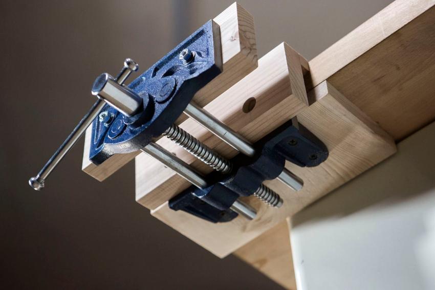 Столярные тиски предназначены для обработки деревянных и пластиковых заготовок