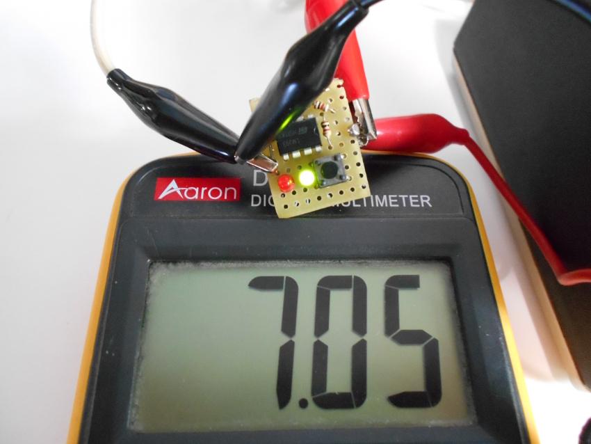 Индикатор заряда определяет насколько заряжен аккумулятор