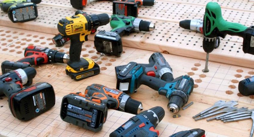 Некоторые производители изготавливают шуруповерты с разными видами аккумуляторных батарей
