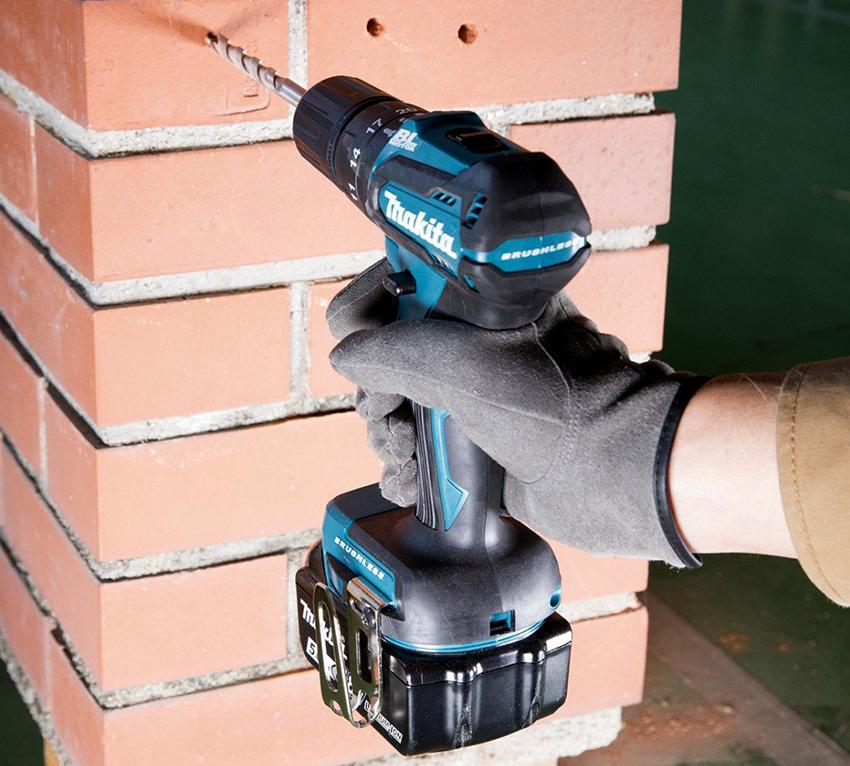Большая часть дрелей-шуруповертов оснащены щеточными двигателями