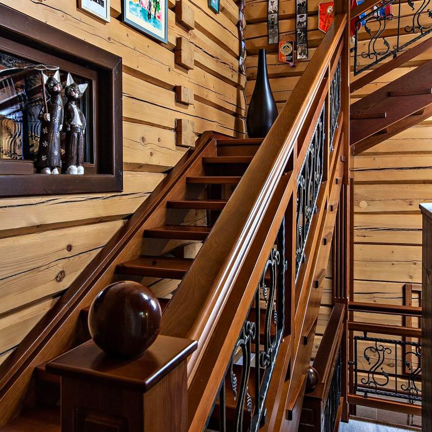 древесные поручни для лестницы характеризуются эстетичностью, простотой монтажа, экологичностью и сохранностью
