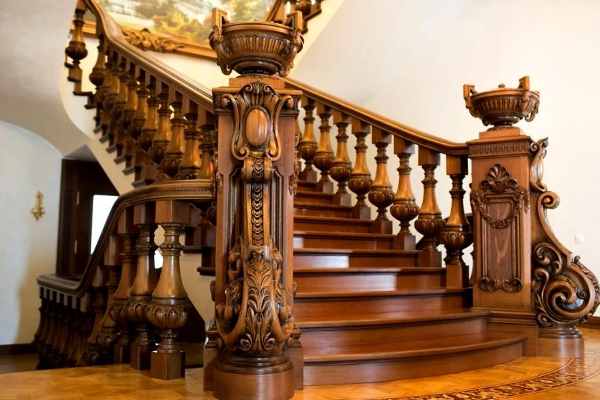 Наиболее важным этапом в изготовлении деревянных перил является определение их конструкции