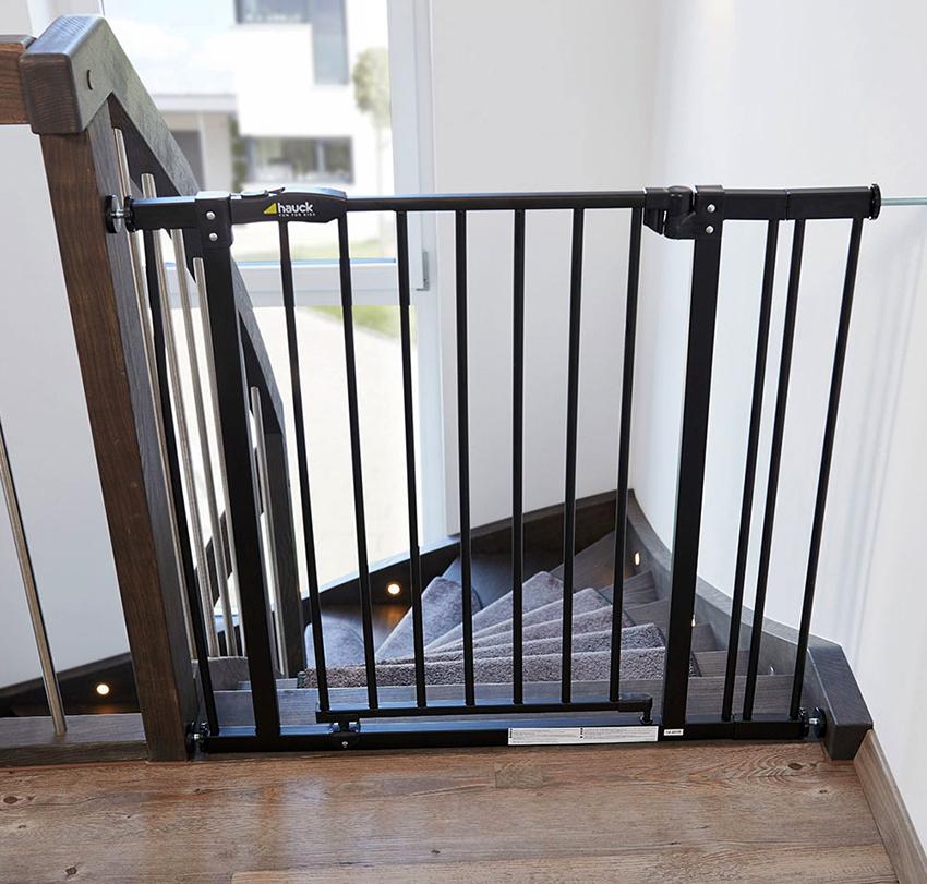 Ворота безопасности от бренда Hauck изготавливаются из нержавейки или стали с порошковый напылением