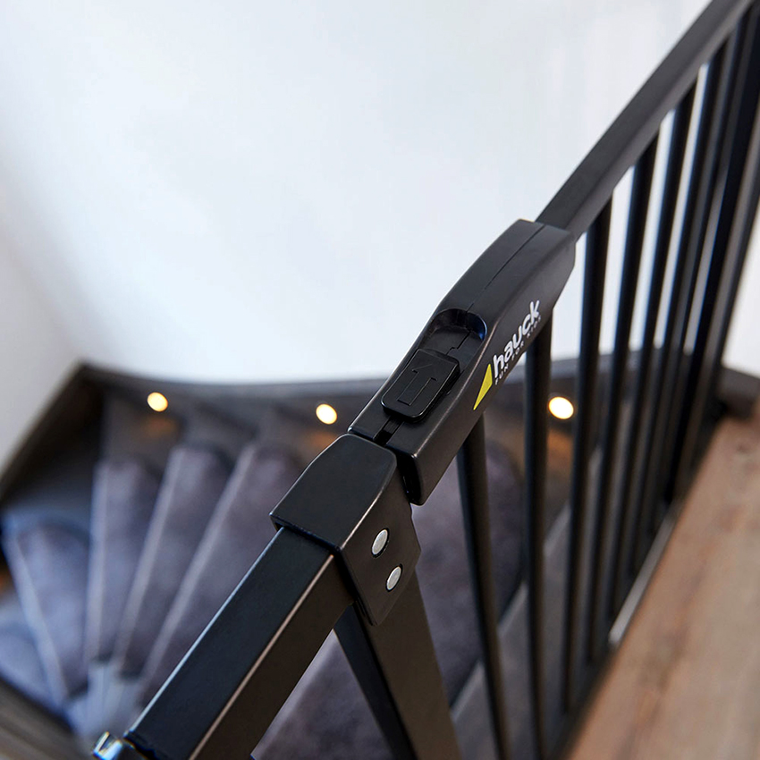 подбирая огораживание для лестницы нужно учесть условия размещения