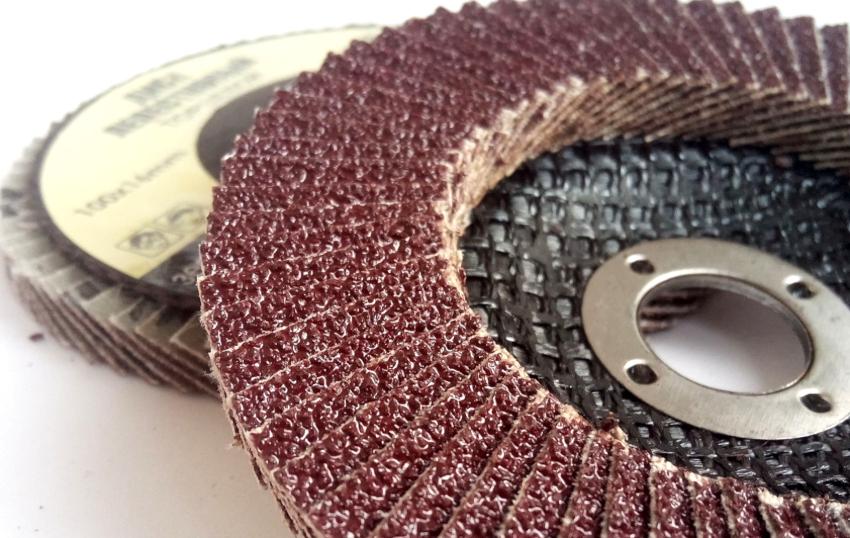 Лепестковый шлифовальный диск применяется для очень широкого диапазона работ