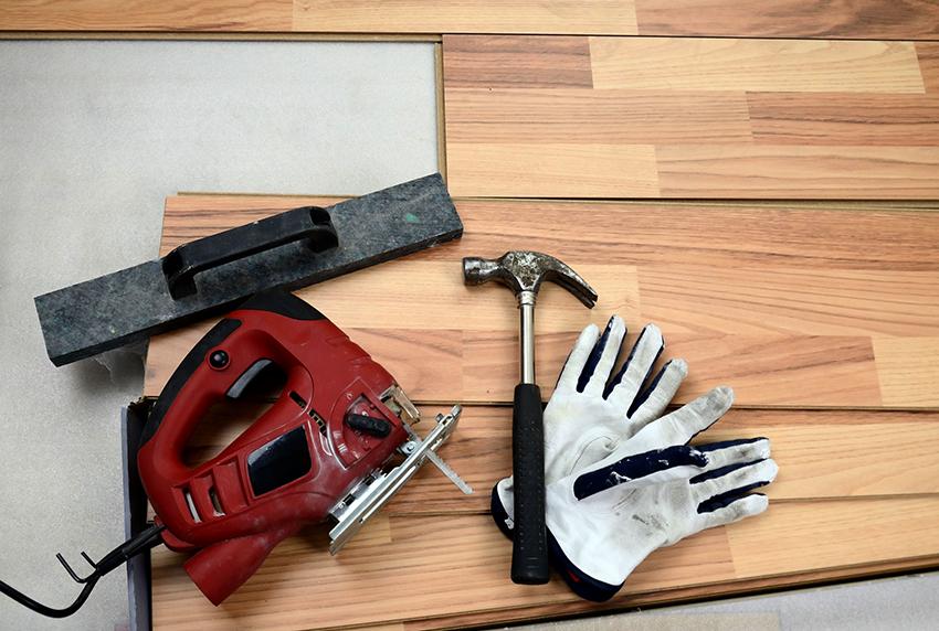 Монтаж доски сможет выполнить даже новичок с минимальными навыками в ремонте