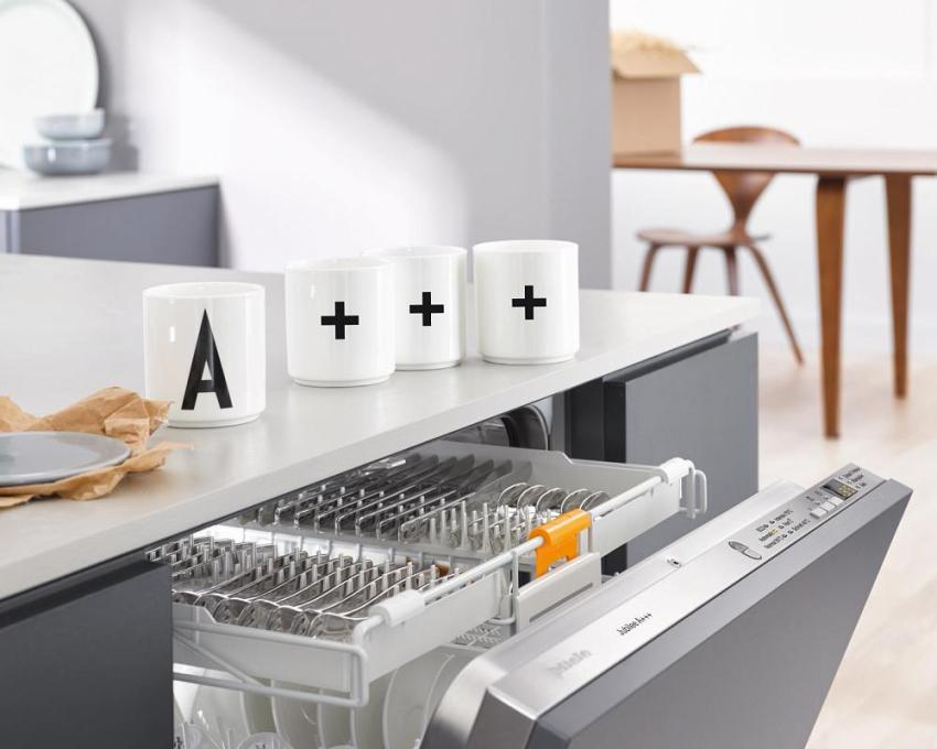 После установки и подключения посудомойки остается только проверить качество ее работы