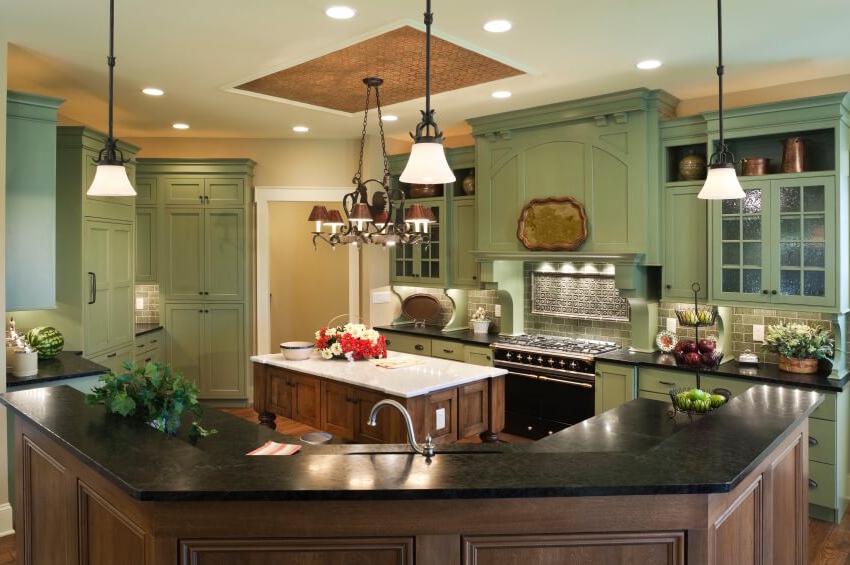 Современные материалы для потолочных конструкций имеют разнообразные цветовые решения