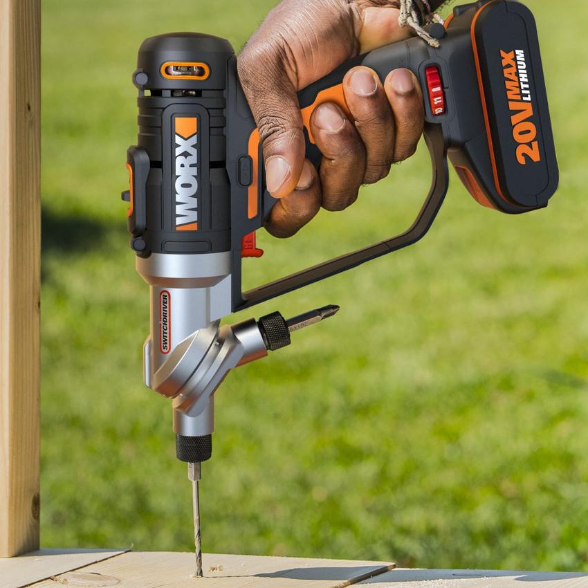 Если шуруповерт оснащен функцией удара, то сверлить им отверстия можно не только в дереве, но и в бетоне