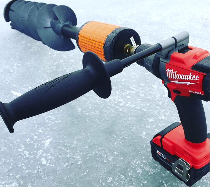 Для работы с твердым льдом понадобиться шуруповерт с крутящим моментом не менее 60 Н/м