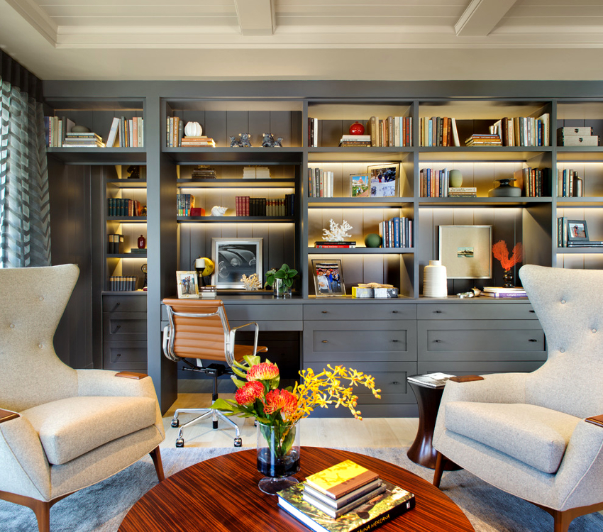 Сегодня вниманию потребителей предлагается множество различных решений в виде книжных шкафов для оформления интерьера