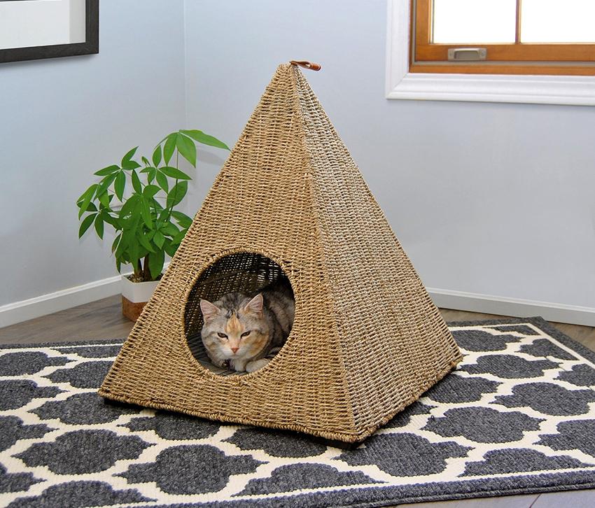 Домик с когтеточкой для кошки - самый универсальный вариант