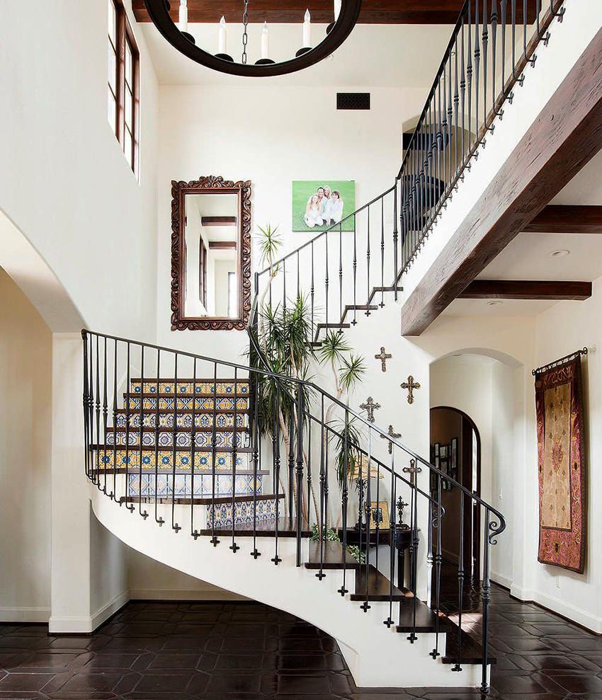 Лестницы из металла нуждаются в специальной обработке