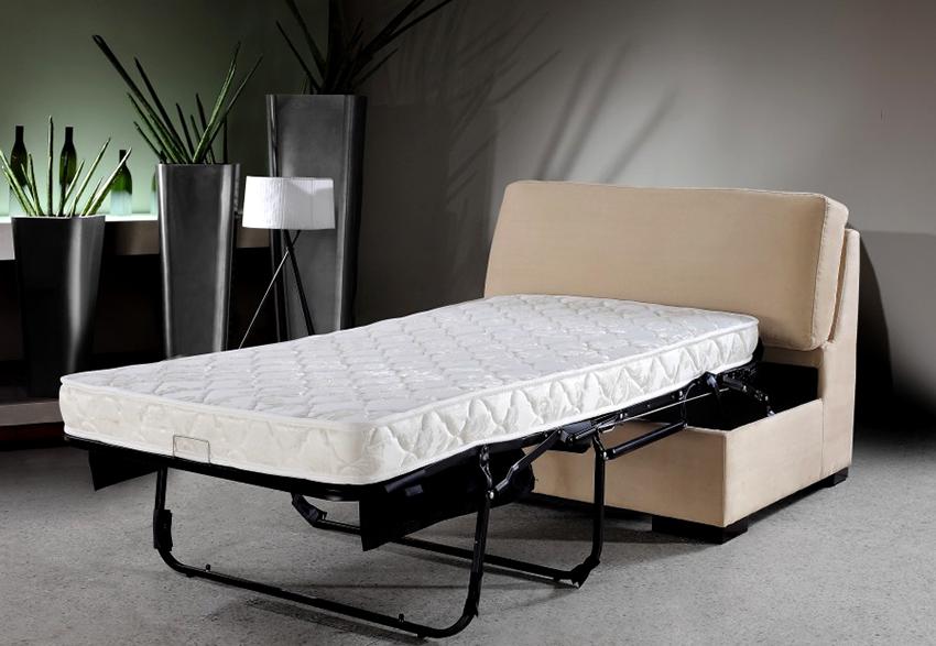 Для постоянного использования оптимальным будет кресло-кровать с ортопедическим матрасом