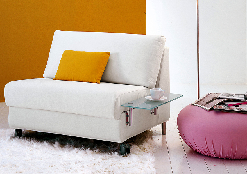 Для более комфортного сна рекомендуется приобретать раскладное кресло шириной 100-120 см