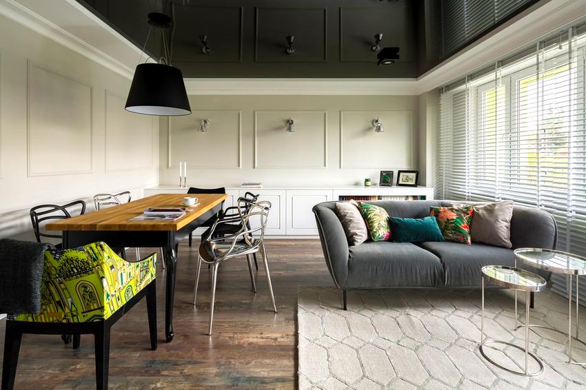Натяжной потолок способен сделать акцент и украсить безликий и невыразительный интерьер
