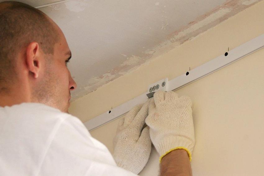 Для монтажа натяжного потолка на гипсокартонные стены подойдут листы толщиной не менее 1,2 см