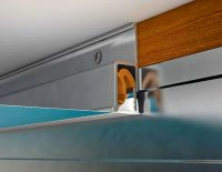 Профили, применяемые при монтаже натяжных потолков, бывают потолочные, стеновые, разделительные, многоуровневые и угловые