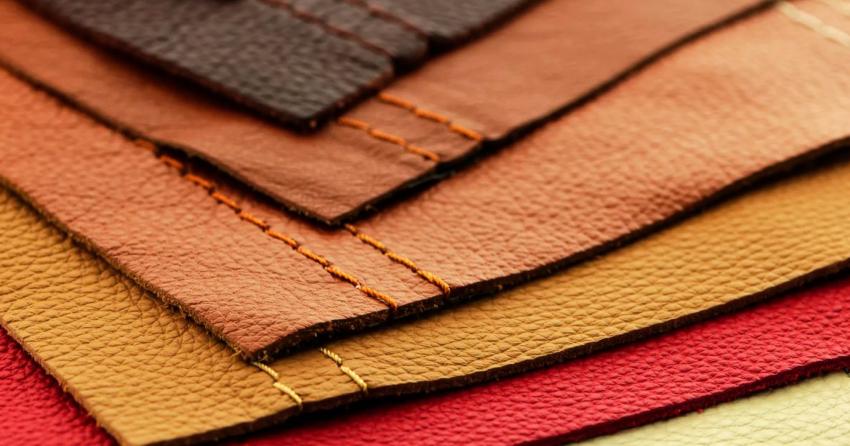 При выборе материала для обивки двери необходимо обратить внимание на цвет, фактурность, качество и цену