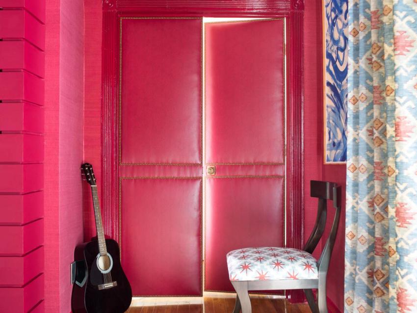 Перетяжка входной двери считается наиболее экономичным способом обновления