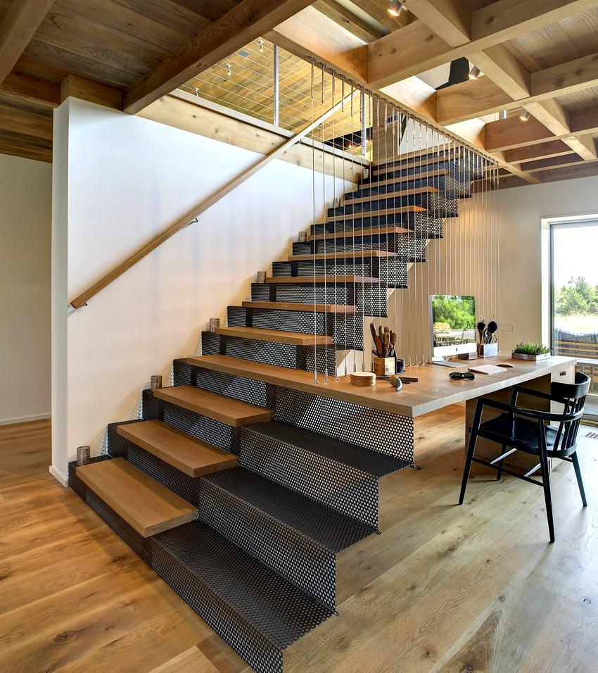 Ограждения для лестниц могут быть установлены как внутри дома, так и снаружи