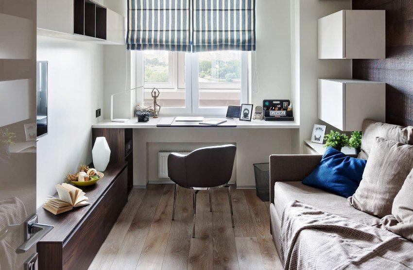 Широкий подоконник может стать альтернативой удобного письменного стола