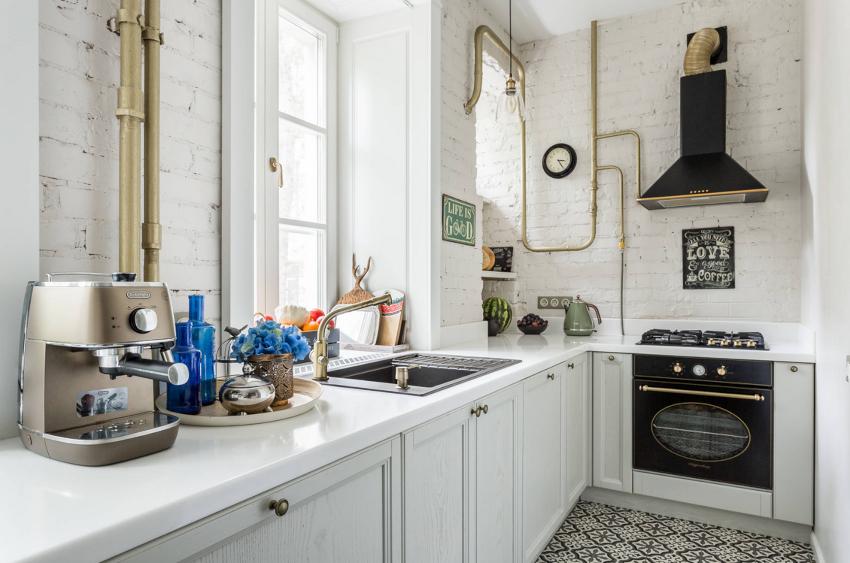 Подоконник-столешница является удачным решением для максимального задействования квадратных метров на маленькой кухне