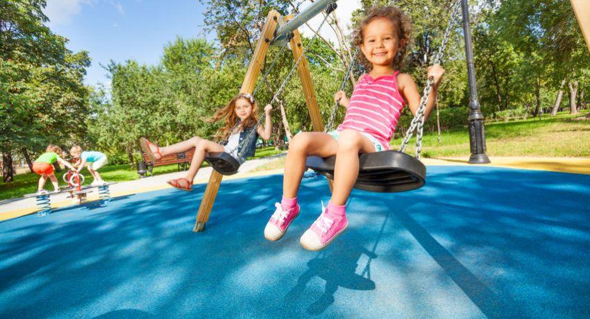 Широкое разнообразие оттенков позволяет выбрать яркое и оригинальное покрытие для детской площадки